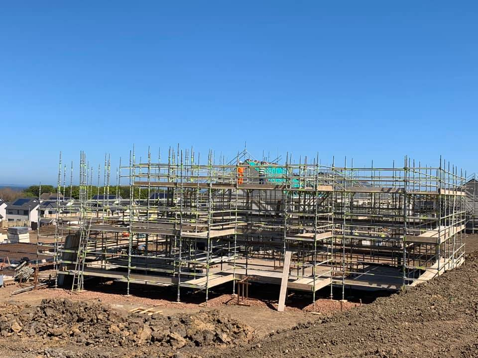 Large scale commercial scaffolding project for new homes in Edinburgh